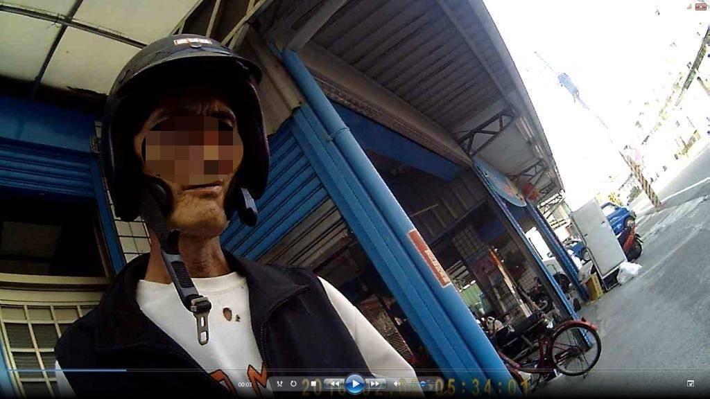 黃姓男子是小港警分局大林所的治安列管人口。記者林伯驊/翻攝