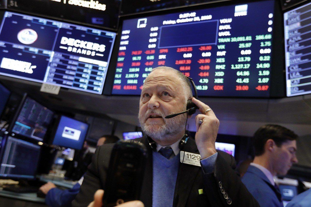 道瓊指數今天開盤漲逾200點,投資人想收回上周慘痛跌幅。 美聯社