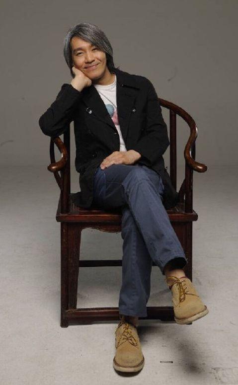 一代小說家金庸30日逝世,享壽94歲,演藝圈更是最愛翻拍他的小說,周星馳(星爺)就曾在改編版電影「鹿鼎記」中飾演韋小寶,也是星爺的代表作之一。其實星爺受金庸影響頗多,2004年他在執導的電影「功夫」...