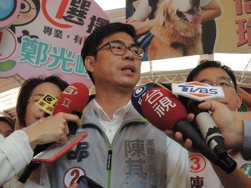 民進黨高市長候選人陳其邁昨受訪表示,小編確實態度不對,已向這位媽媽致歉,並檢討宣...