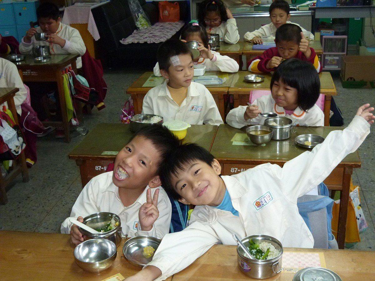 新北市首推廣學校午餐吃有機,近年其他縣市也紛紛跟進。 圖/新北市政府 提供