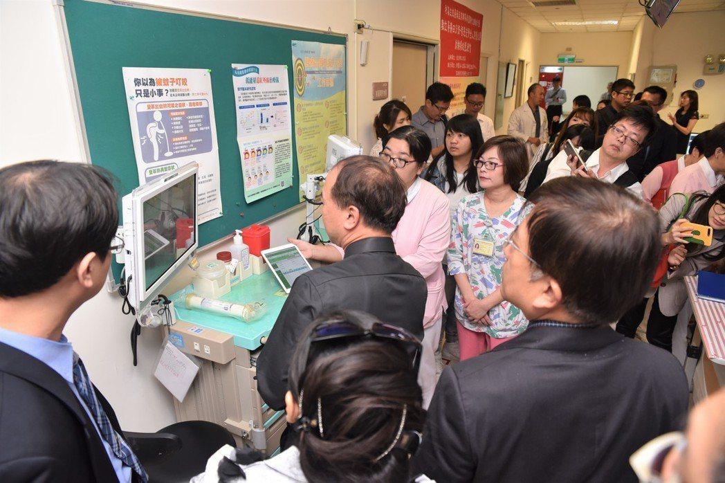 高雄榮總台南分院以洗腎室為計畫試驗場域。結合智慧數位、大數據、雲端串流等機制輔助...