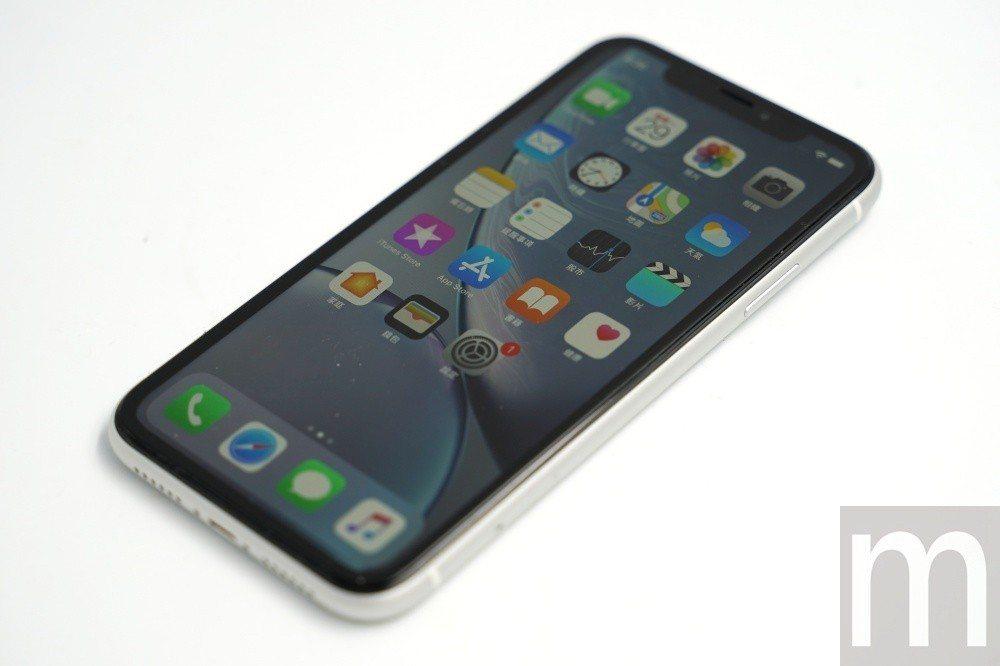 iPhone XR採用名為Liquid Display的LCD面板設計,與iPh...
