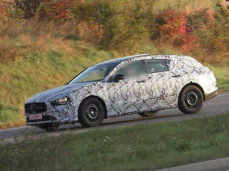 Mercedes-Benz CLA小改款雛形現蹤 首度測試曝光