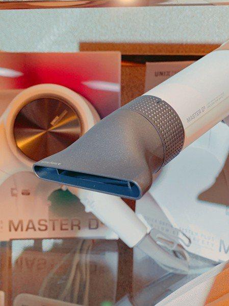 擺動型風嘴透過內部螺旋槳和風量調節器可均勻吹出強風。圖/記者黃筱晴攝影