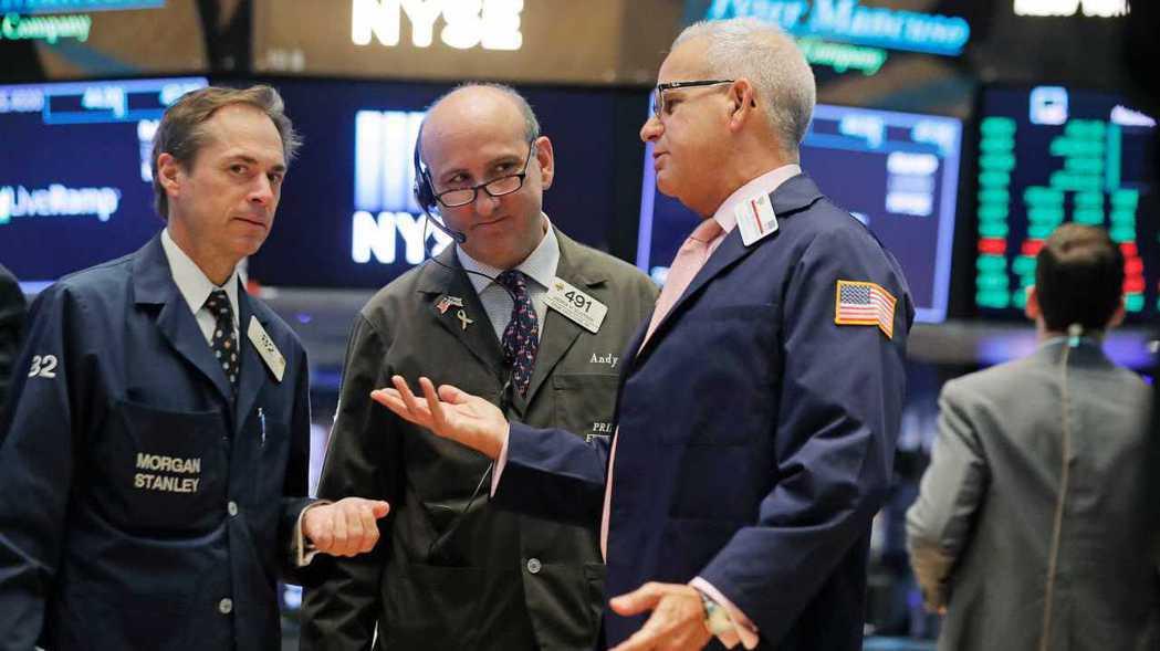 10月份開始,在美股領跌下,全球股市也競相走低。 路透