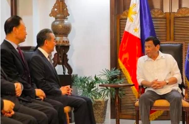 10月29日,菲律賓總統杜特蒂在達沃南部總統府會見大陸國務委員兼外交部長王毅。圖...