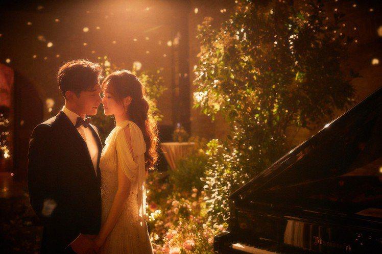 唐嫣與羅晉在婚禮前夕的晚宴,婚禮攝影圖片為教科書等級。圖/Chloé提供