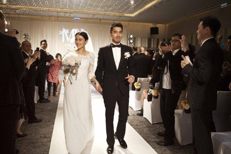 高圓圓與趙又廷2014年結婚時穿Chloé手工訂製婚紗。圖/Chloé提供