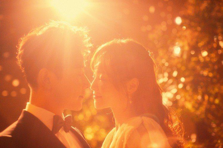 唐嫣與羅晉在婚禮前夕的晚宴,打造了童話婚禮的夢幻。圖/Chloé提供