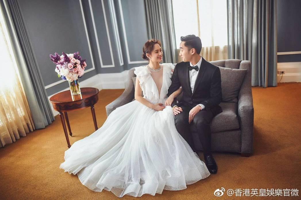 阿嬌(左)跟賴弘國預計12月登記結婚。圖/摘自微博