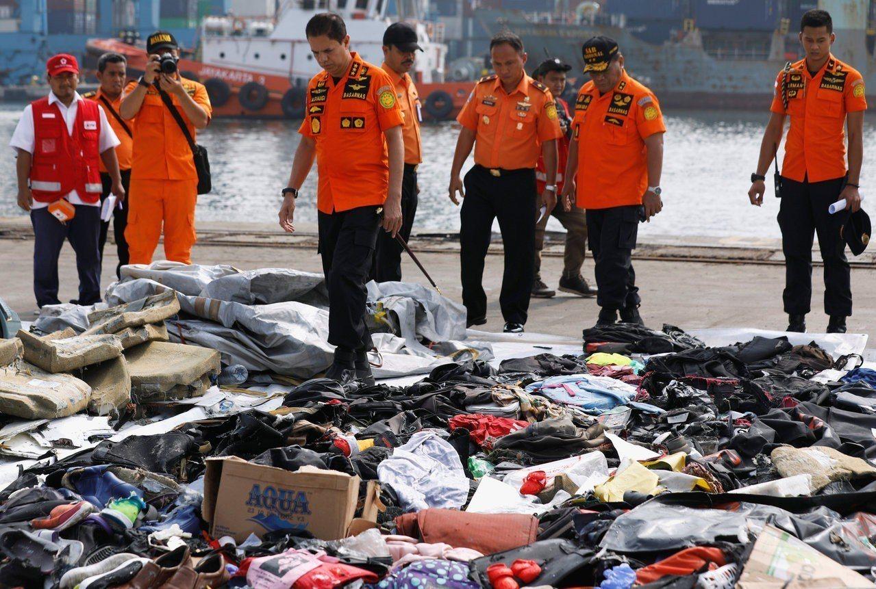 印尼獅航JT610客機29日發生空難,搜救人員持續打撈,但機上189人應已全數罹...