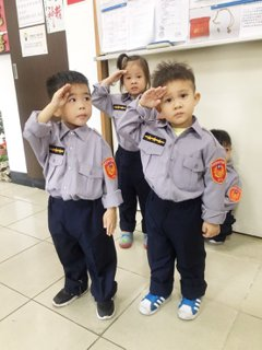 警察制服身上穿 小小波麗士參訪八德警所萌翻天
