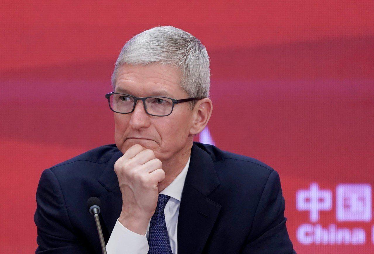 蘋果一度對中國市場前景高度樂觀,但面臨激烈競爭後正在改變直營店的定位。 路透