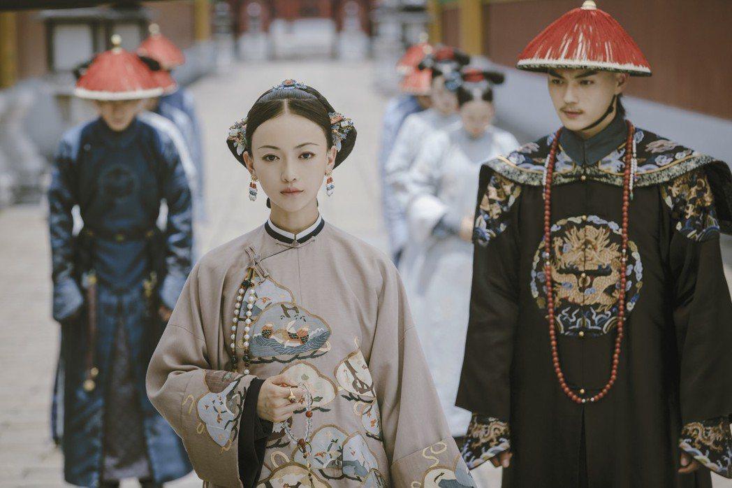 吳謹言(左)、許凱將來台宣傳「延禧攻略」。圖/八大提供