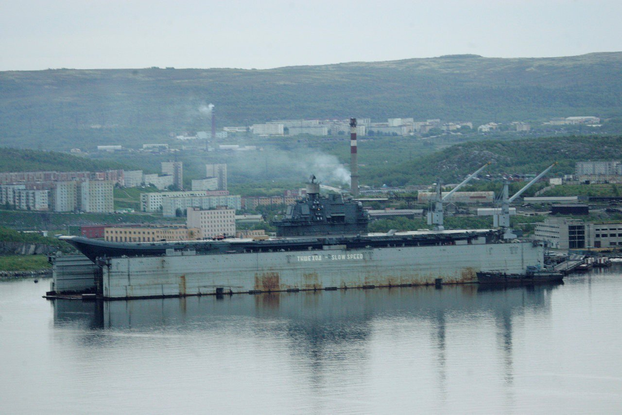 庫茲涅佐夫號今年6月停靠在莫曼斯克一處船廠。(路透)