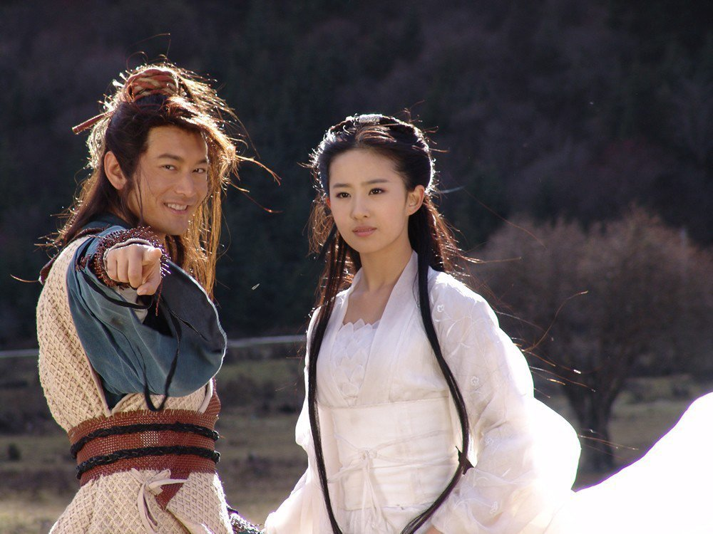 黃曉明與劉亦菲的「神鵰俠侶」,也曾引起話題。圖/報系資料照片