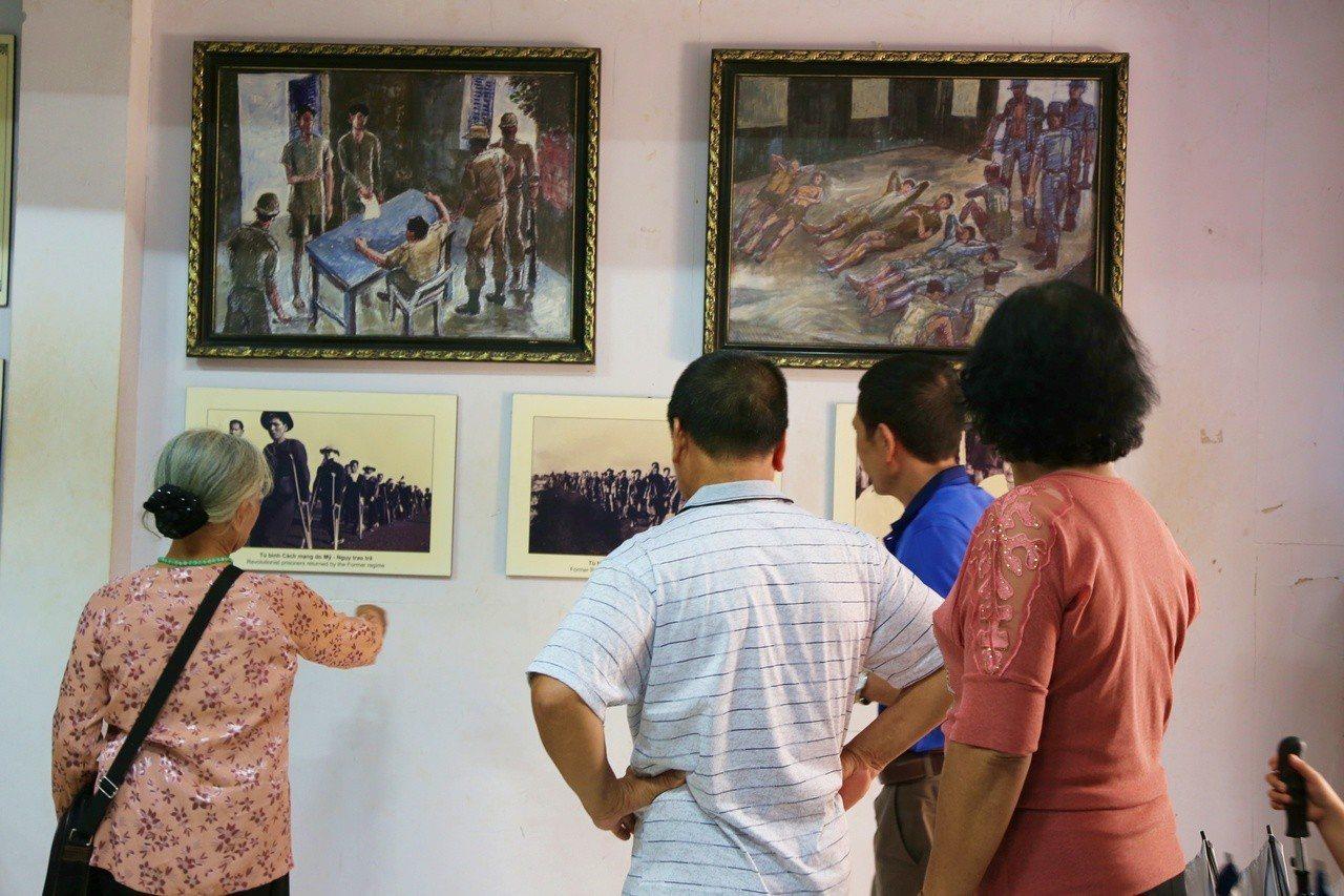 館內設有相關資料及照片,提供民眾前往參觀。記者魏妤庭/攝影