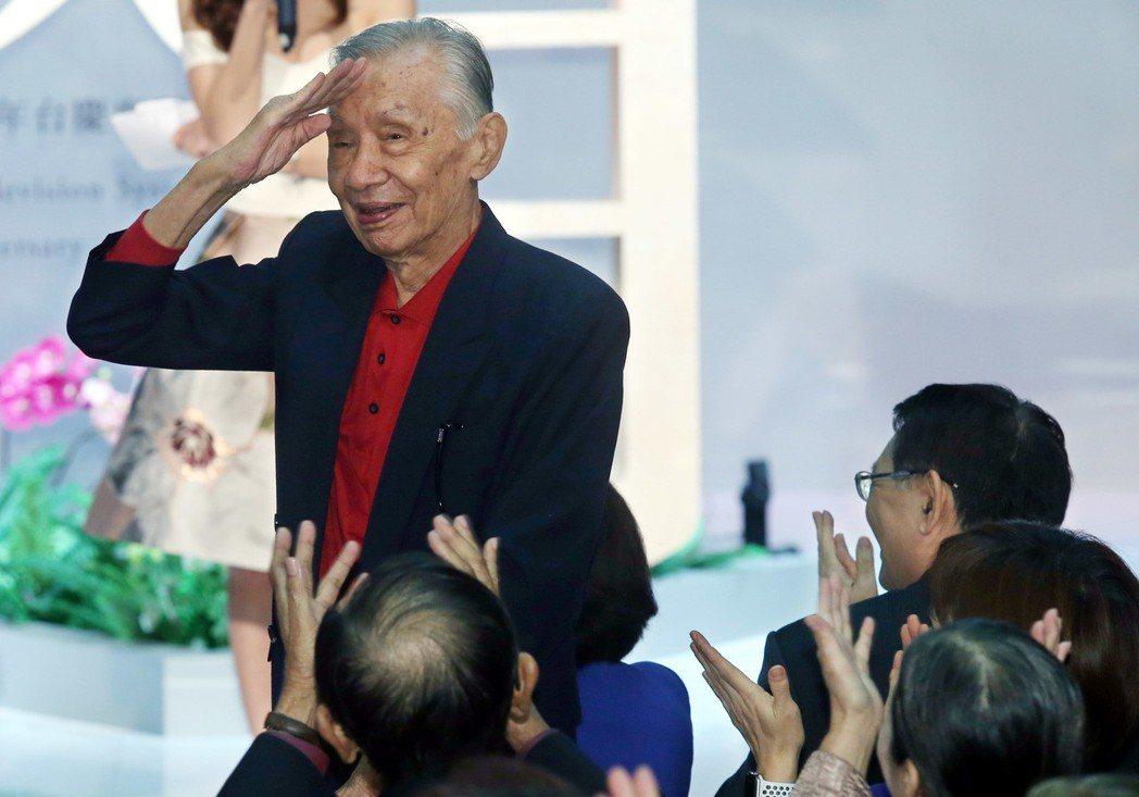 華視47週年台慶暨台慶專刊發表會,資深演員常楓出席,受到熱烈歡迎。記者林俊良/攝...