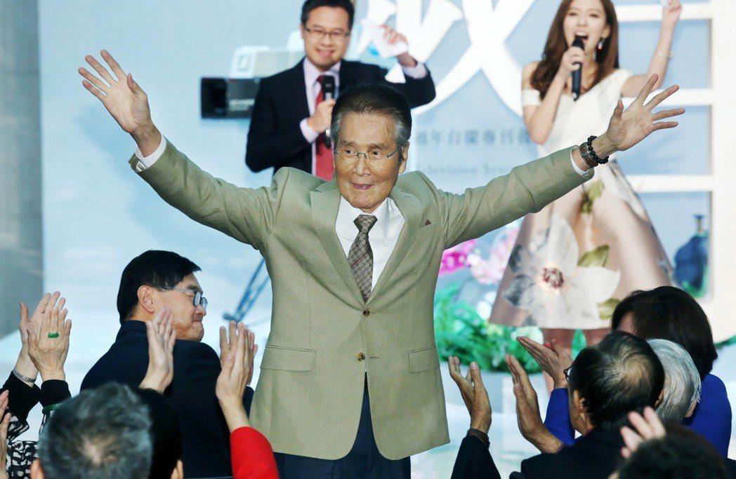 華視47週年台慶暨台慶專刊發表會,資深演員石英出席,受到熱烈歡迎。記者林俊良/攝...