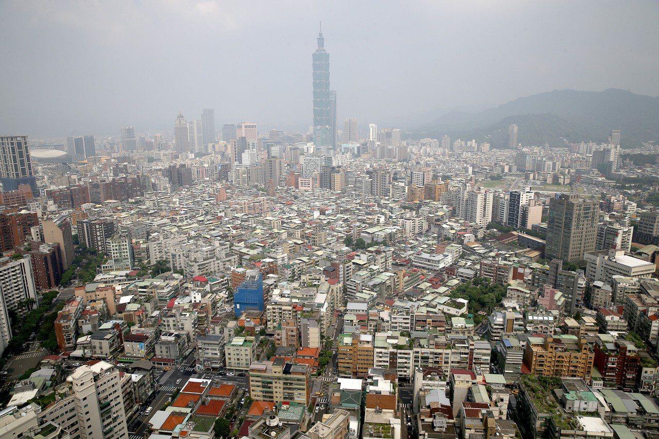 世界銀行31日晚間發布《2019年營商環境報告》,台灣排名較去年躍升2位,排名第...