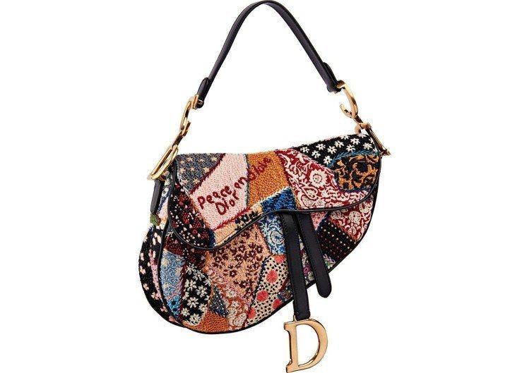 Dior前陣子在社群媒體上主打Saddle馬鞍包奏效。圖/Dior提供