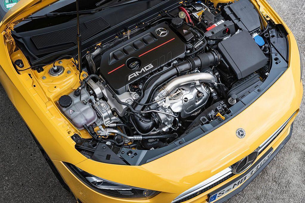 Mercedes-AMG A35 4Matic動力搭載2.0L渦輪增壓引擎,具備306hp最大馬力及40.8kgm峰值扭力輸出,僅4.7秒就能完成0-100km/h加速。 圖/Mercedes-AMG提供