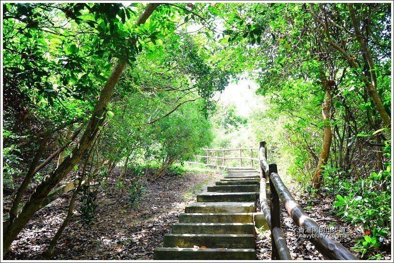 南朗山步道只有前一小段有遮蔭,之後都會曬到太陽,所以務必做好防曬。