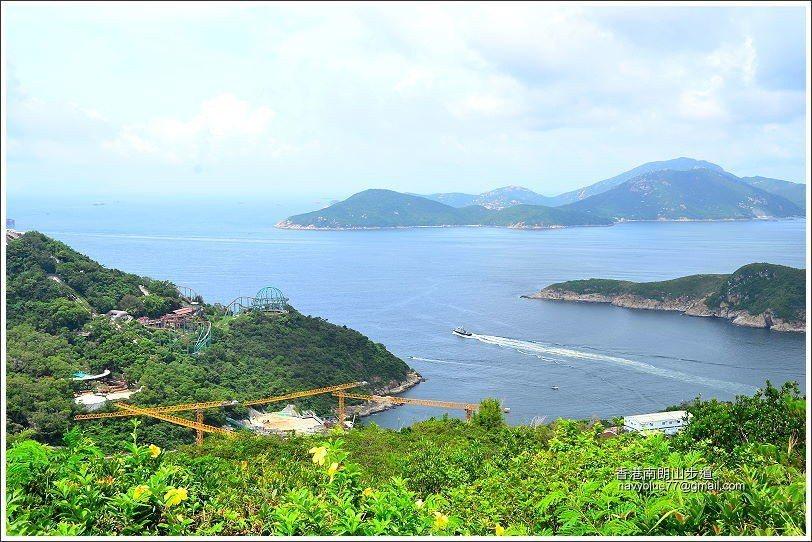 右前方海上的是南ㄚ島。