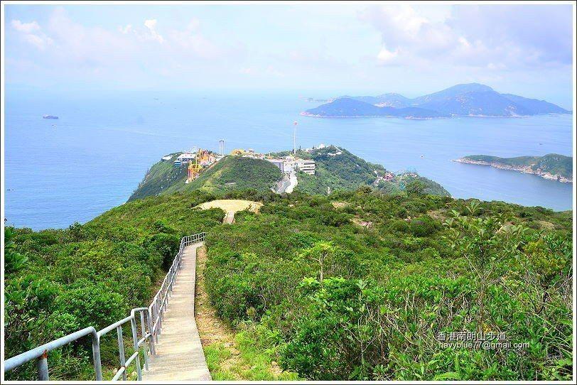 由南朗山頂俯瞰整個海洋公園半島,連望遠方的南ㄚ島。