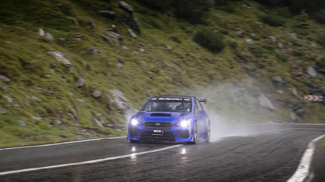 除了蜿蜒的山路外,天氣也是阻礙挑戰的因素。 摘自Subaru