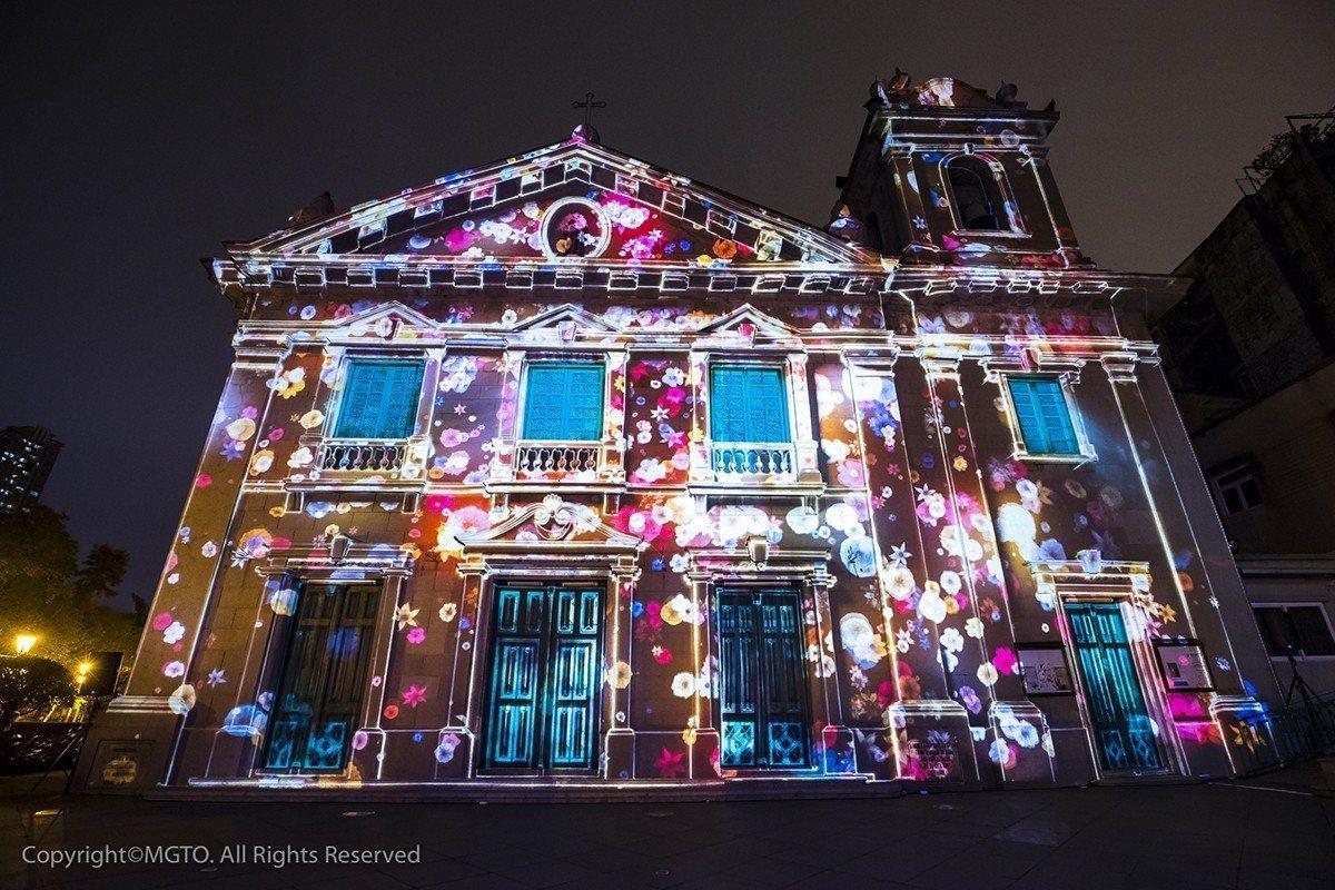 閃耀璀璨的光影節光雕秀,讓市民和旅客從光影藝術的表演了解澳門的歷史文化。 圖...