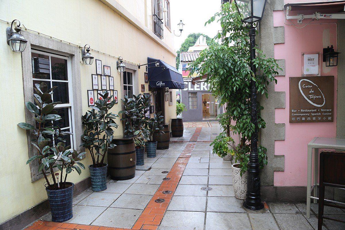 穿梭小巷弄間可欣賞葡式建築、品嚐特色餐館。 圖/旅遊達人貓大爺 提供