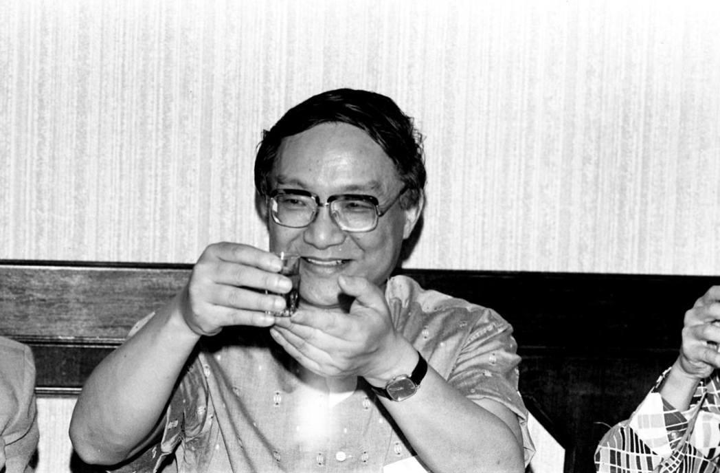 武俠小說家金庸於2018年10月30日於香港病逝,享壽94歲。圖為1983年金庸...