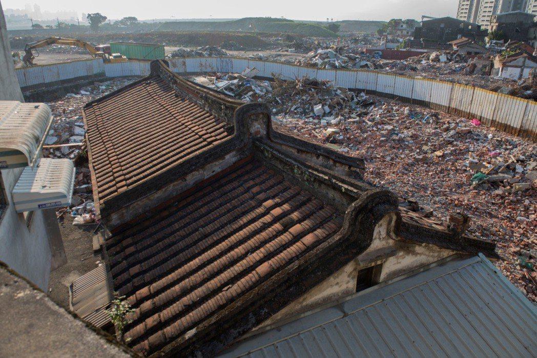 暫定古蹟汾陽居部分被「誤拆」。 圖/作者自攝