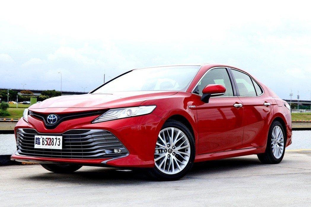 全新第8代大改款車型則改以日本原裝進口方式,導入HYBRID及2.5汽油車型。 記者陳威任/攝影