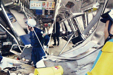 日本的交通事業體在遭遇這些事故時的態度,相當值得我們國人省思。圖為2005年JR...
