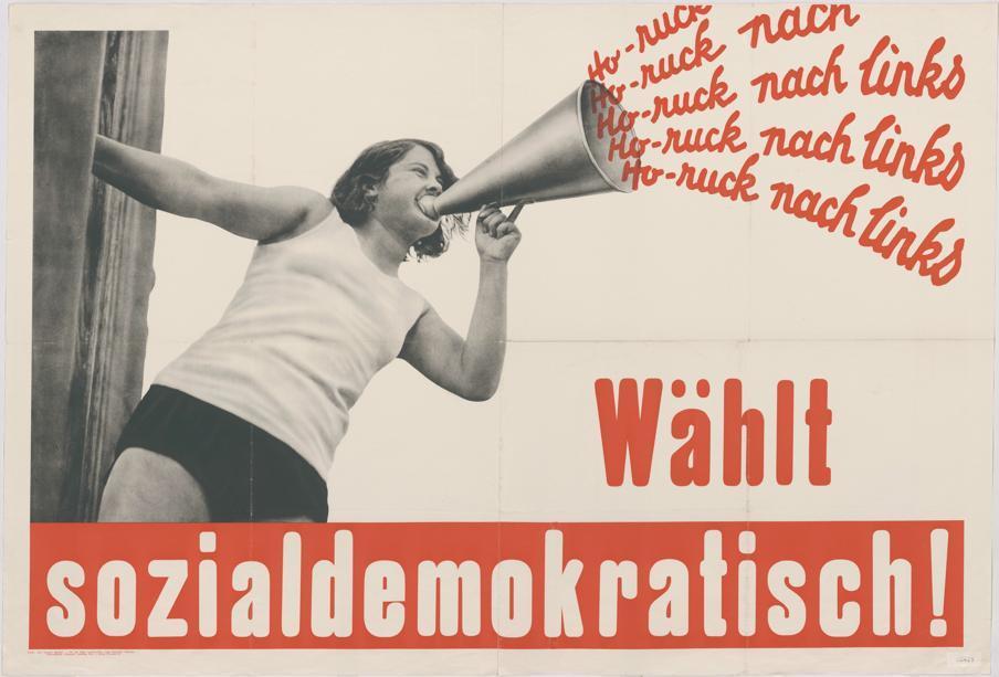 「嘿唷、嘿唷,向左邊!」圖為1932年社民黨的競選廣告,年輕女性穿著體操服,拿著...