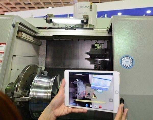 圖2 : PTC與台灣工具機大廠發得科技合作,將客戶製程所遇到的問題「可視化」,...