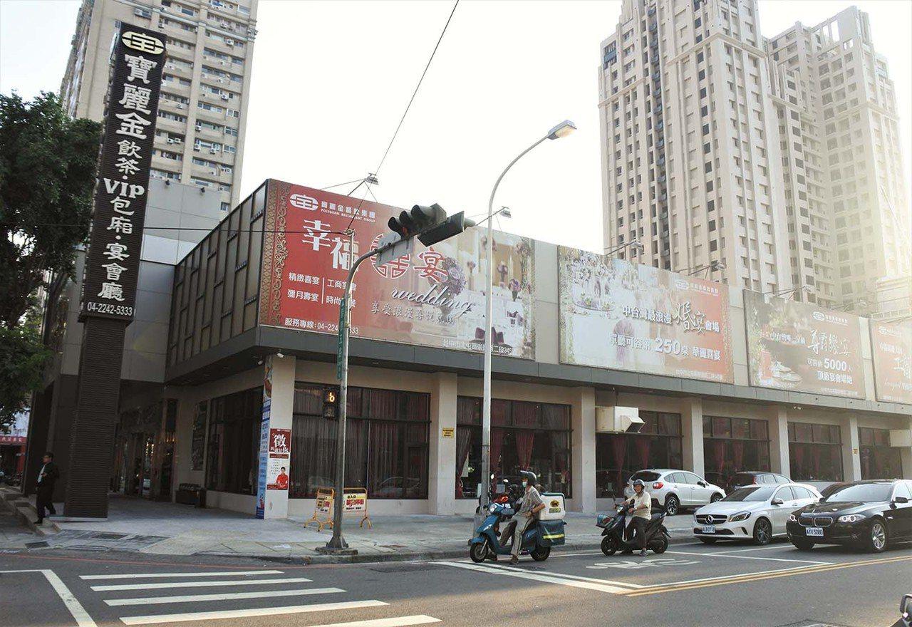 (圖/台灣旅行趣) ▲坐落在台中二級美食戰區「崇德路」上。
