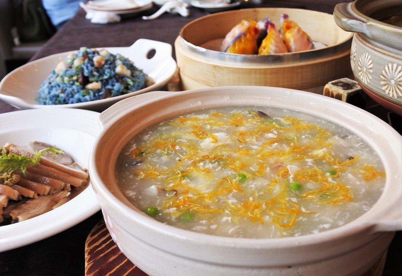 (圖/台灣旅行趣) ▲毫無勾芡,清爽鮮甜的魚羹背後藏了許多在地食材。除了蛋白、金...