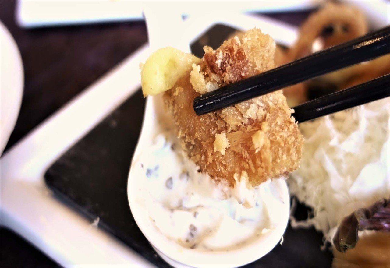 (圖/台灣旅行趣) ▲「甜」用在肉類上可以解膩,故師傅製作酸甜滋味的「松露檸檬醬...