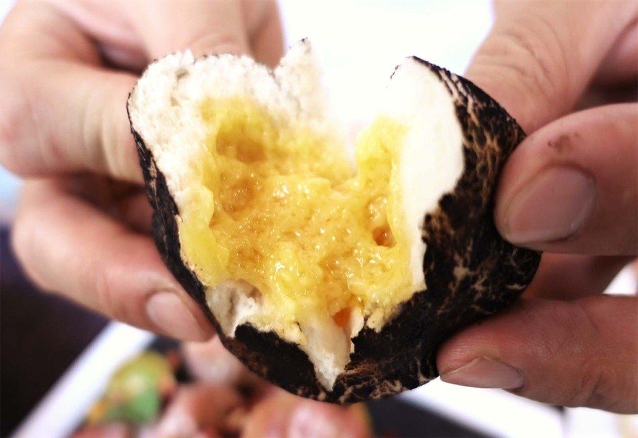 (圖/台灣旅行趣) ▲知名港點流沙包變成菇菇啦~巧克力外皮呈現香菇形狀,內餡則大...