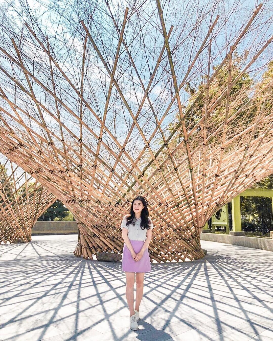 (圖/IG@sharon_life813提供) ▲戶外有三座用竹子編織出的裝置藝...