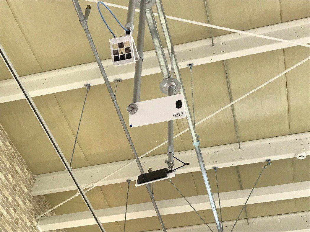 「智能相機」可以分析顧客想要的商品是否在貨架擺放了,以及哪些商品得到了顧客的支持...