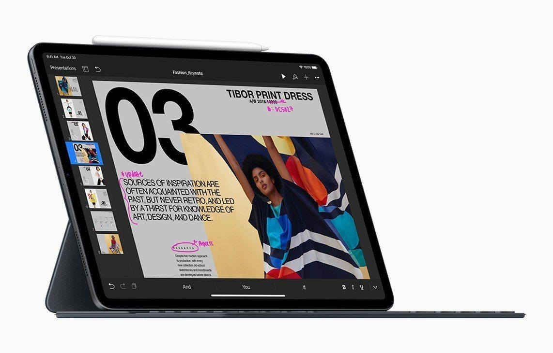 新iPad Pro可搭配全新鍵盤式聰穎雙面夾,變身迷你筆電。圖/摘自Apple官...