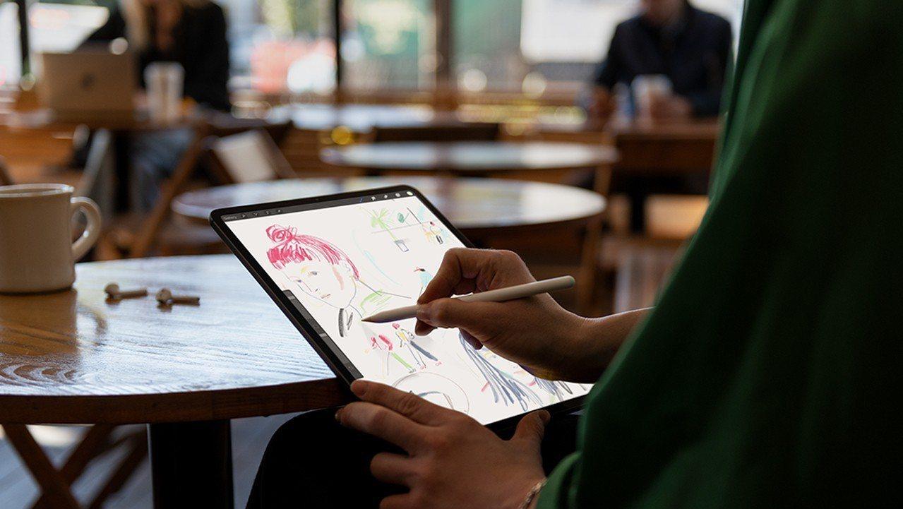 新一代Apple Pencil採用磁吸式設計,攜帶、充電更便利。圖/摘自Appl...