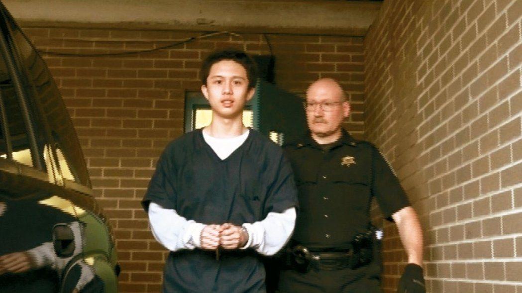 藝人孫鵬的獨子孫安佐在美遭控「非美國公民持武罪」,傳出確定提前宣判,但資深檢察官