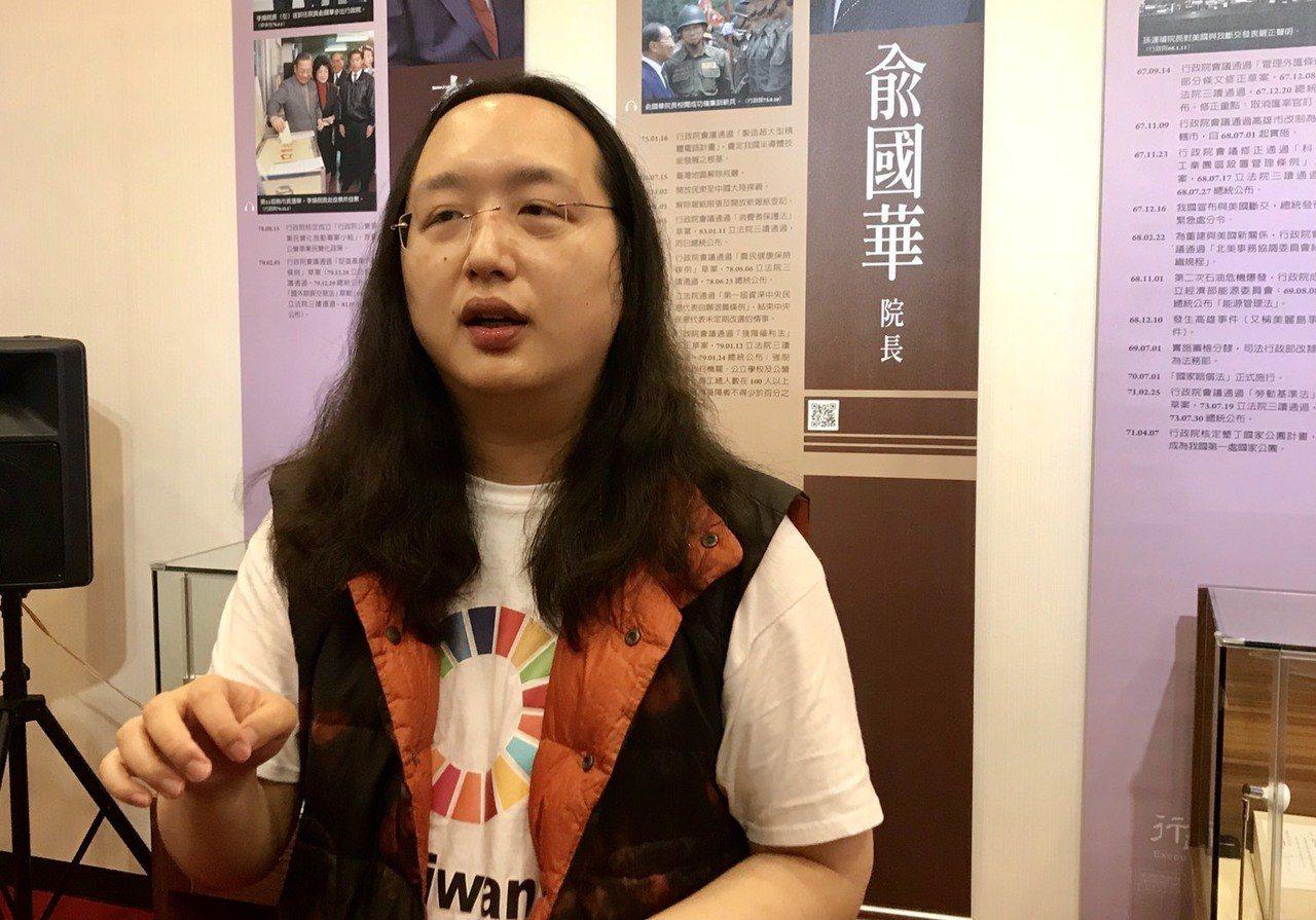 政務委員唐鳳今在行政院受訪。記者連珮宇/攝影