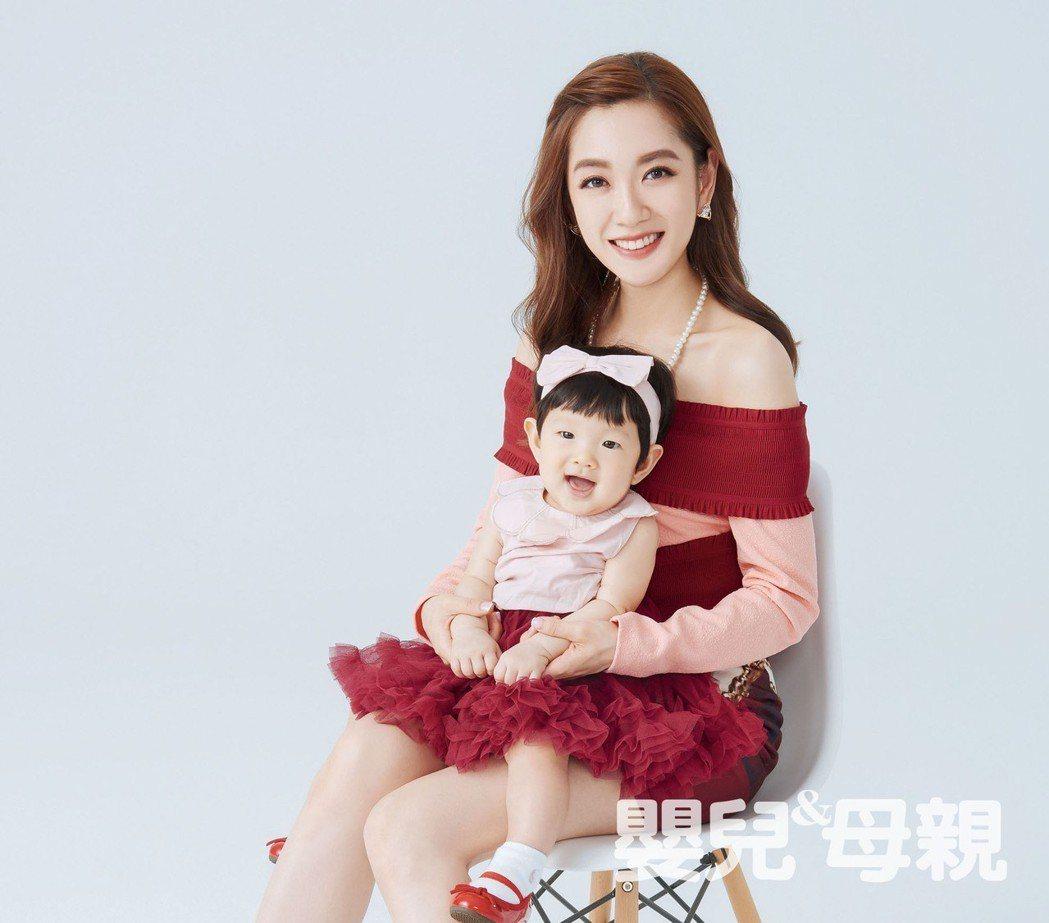 楊千霈帶女兒「娃寶」上雜誌「嬰兒與母親」封面人物。圖/嬰兒與母親雜誌提供